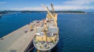 AAL Dalian - Discharging Yacht in Nanaimo, Canada