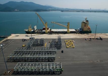 AAL Nanjing - Loading Spur Racks in Yulchon, South Korea