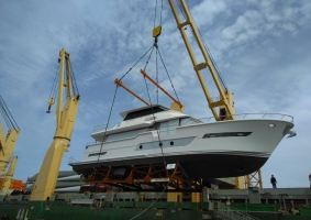 AAL Shanghai - Loading 2 yachts in Kaohsiung destined for Brisbane