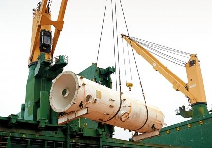 Paris Trader - Loading Dismantled Gas Plant Components at Kemaman Port